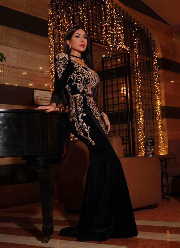 منال عجاج تعلّم تصميم الأزياء مجاناً وتقدّم عشرين جائزة للمتميزين