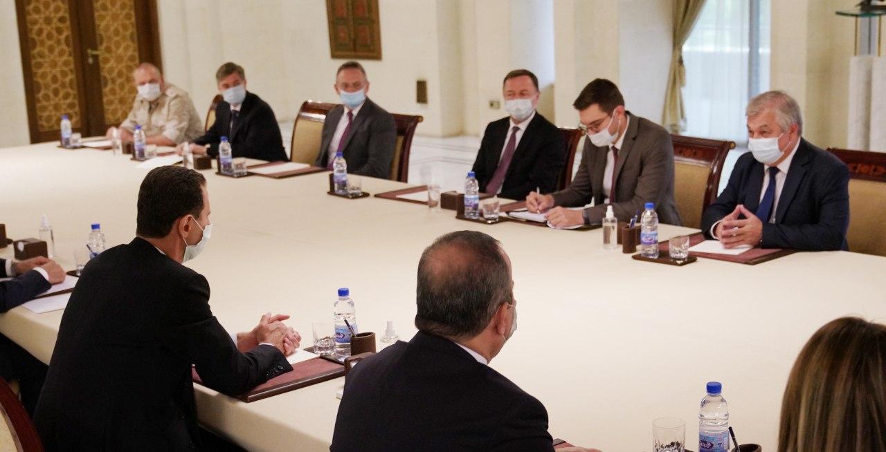 وفداً روسيا من وزارة الدفاع والخارجية في زيارة الرئيس الأسد