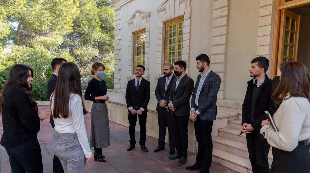 السيدة أسماء الأسد تلتقي الطلاب الأوائل خريجي البرامج الأكاديمية لهيئة التميز والإبداع